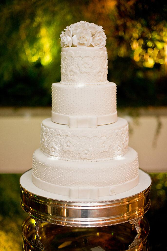 lindo bolo clássico branco
