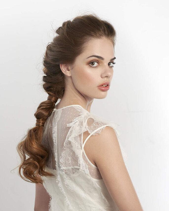 Une coiffure de mariée originale - une queue de cheval déstructurée et revisitée