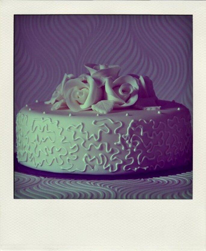 Una bonita idea para un pastel de bodas. Foto de Tea Bakes
