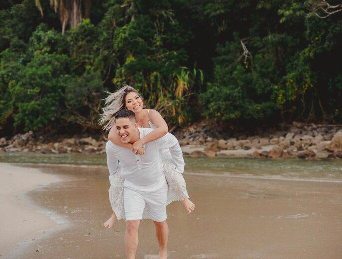 Mazzi Assessoria. Foto casal na praia