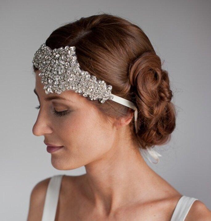 Tocado de novia para el cabello de diamantes estilo vintage - Foto Emily Riggs Bridal