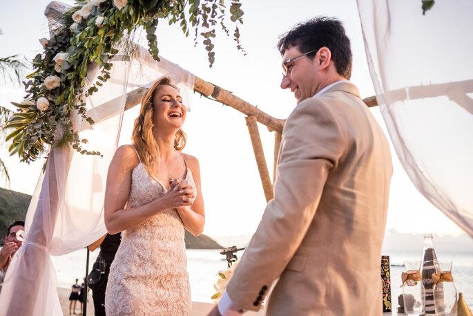 Decoração tropical para cerimônia do casamento
