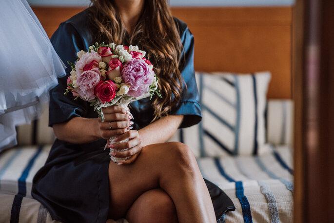bouquet de noiva com rosas cor-de-rosa e brancas