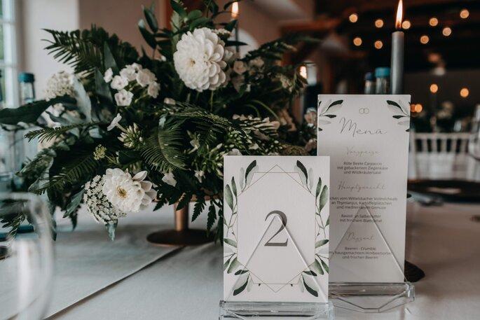 Centerpiece Blumengesteck grün weiß hochzeit