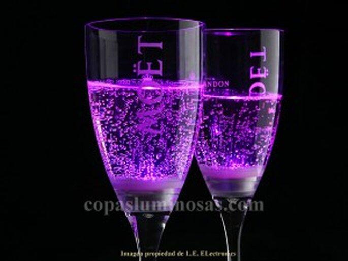 Copas de cava luminosas para tu boda - L.E. Electronics