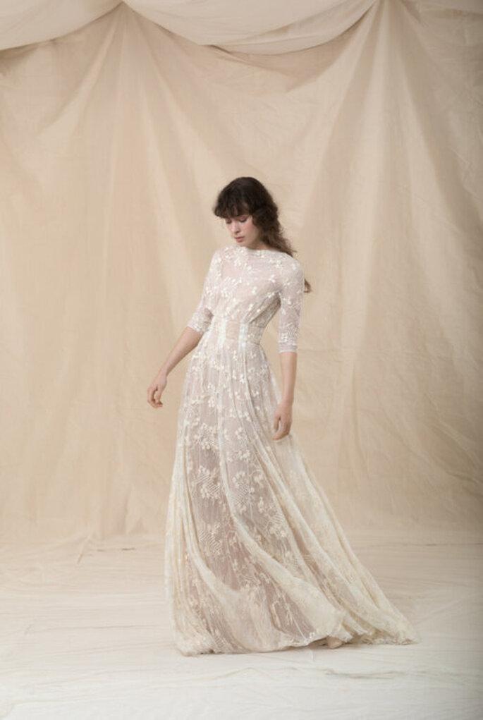 Vestido de noiva simples e elegante com manga e renda