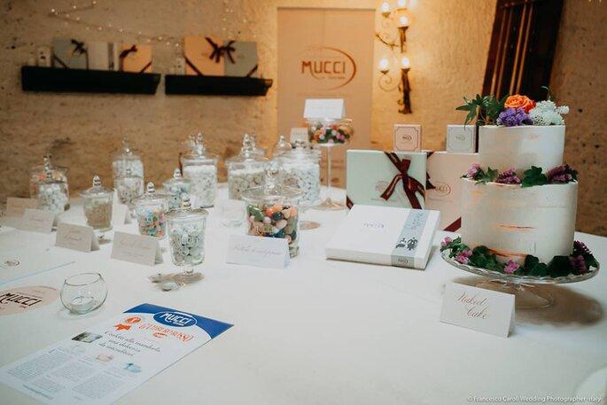 Uno sweet table che più sweet non si può, con i Confetti Mucci e le creazioni di Alessandra e i suoi dolci.
