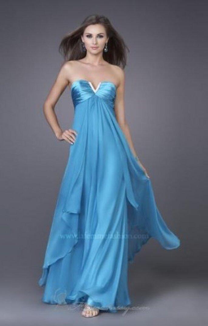 Vestido largo para fiesta color azul. Foto de La Femme fashion