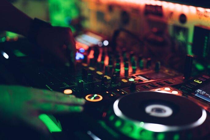 DJ Alex Finger