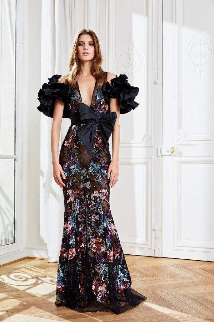 vestido de festa estampado glamouroso com mangas de folhos