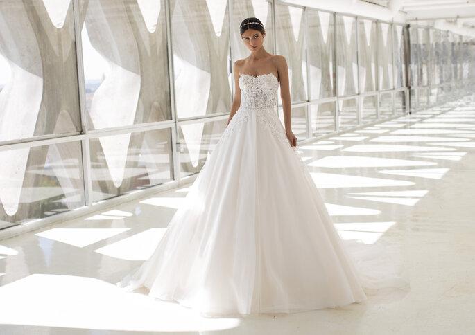Vestido de noiva corte princesa com decote caicai