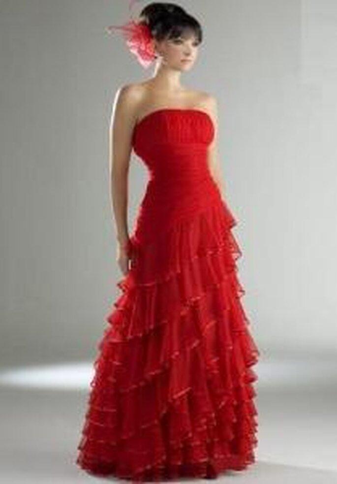 Esther Rodríguez 2009 - Reins, vestido largo rojo de escote recto, corte A, falda con volados