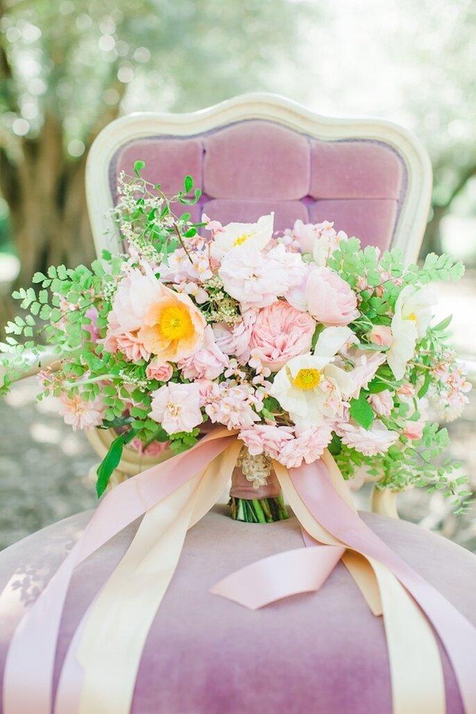Elige el diseño de mobiliario que mejor acompañe la inspiración en color rosa - Foto Avec L'Amour Photography