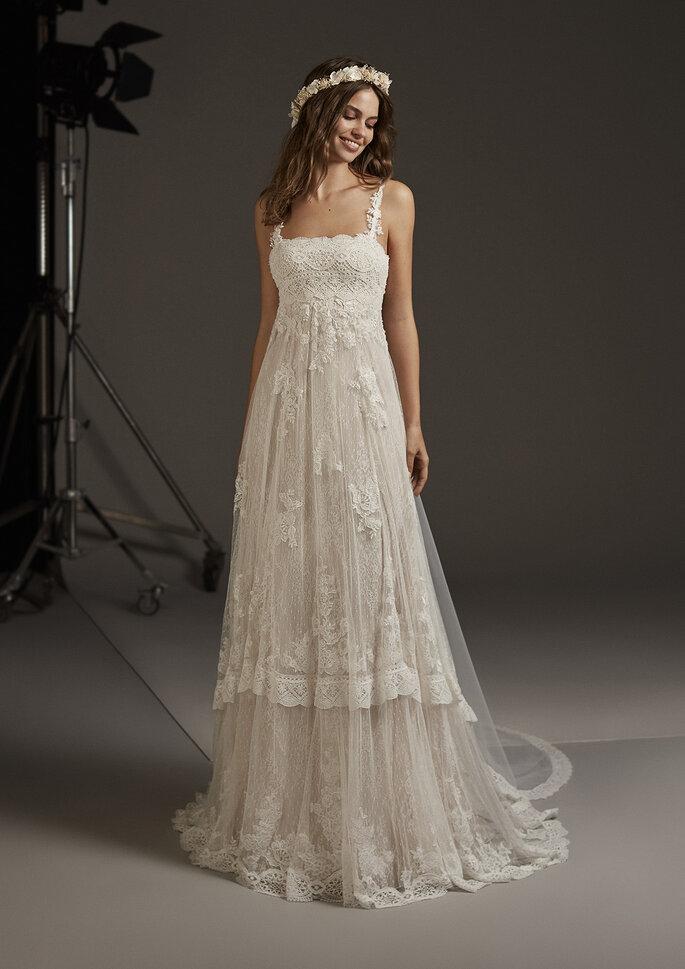 Vestido de novia corte imperio con tirantes y encaje
