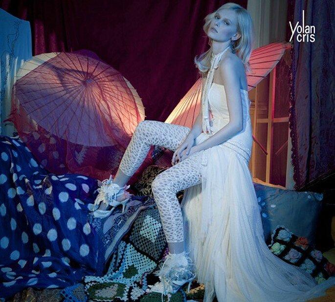 Modello di pantaloni da sposa Missouri di Yolan Cris 2011: leggins con motivo a impuntura forata. Foto: Yolan Cris
