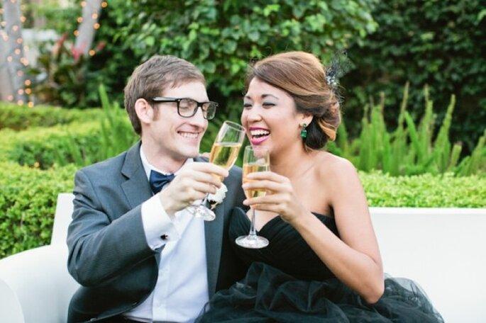 Elegante cena y brindis en pareja durante fin de año - Foto Chelsey Boatwright Photography en The Every Last Detail