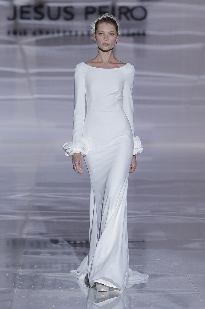 Vestidos de noiva simples e fluido