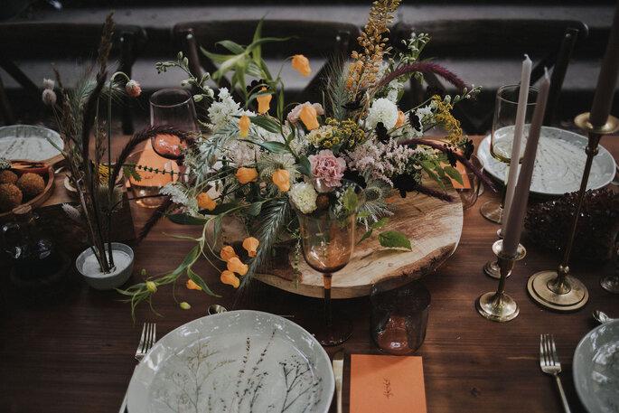 Centerpiece Blumen Tisch Hochzeit im Garten