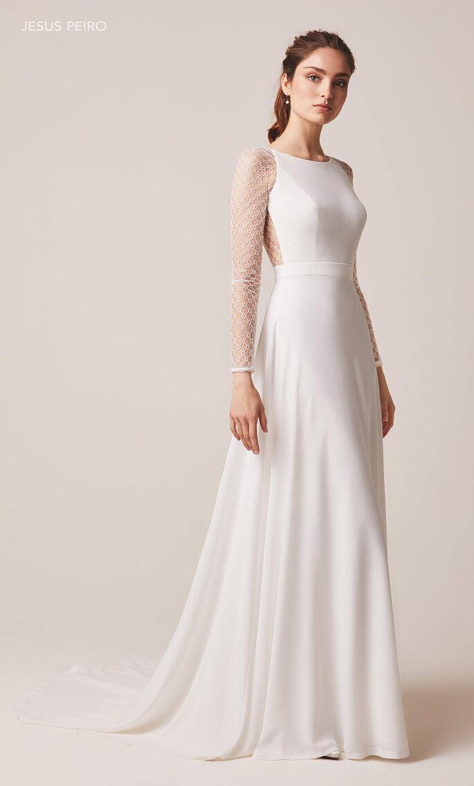 Robe de mariée sans manches avec un dos nu