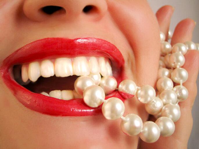 Dientes blancos..5 tips para que dure el maquillaje y peinado durante la boda Foto: Ilumina tu sonrisa.com