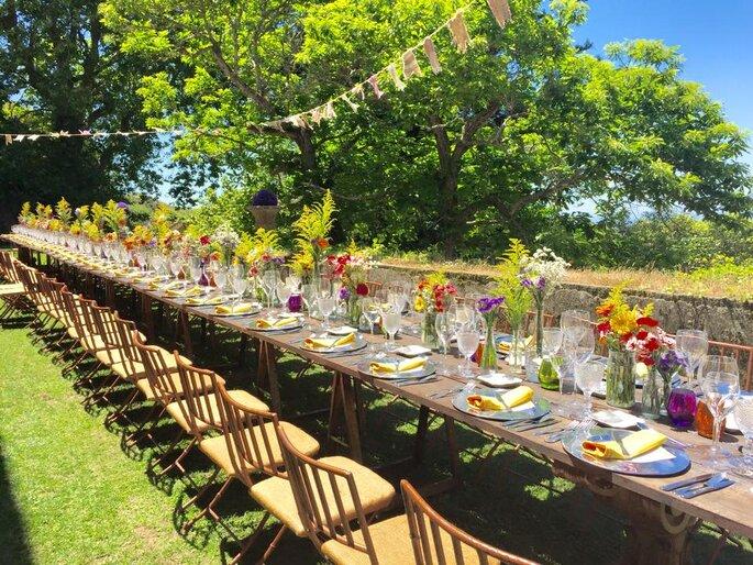mesa retangular casamento ar livre flores do campo