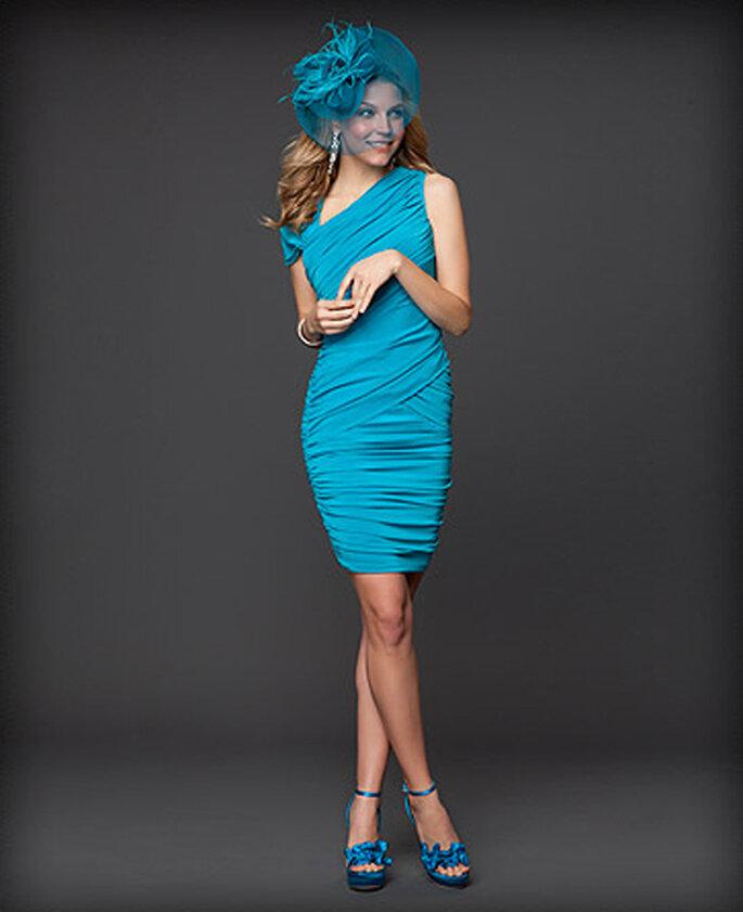 Vestido corto para dama de boda en color azul - Foto: Colección Rami Kashou para Bebe