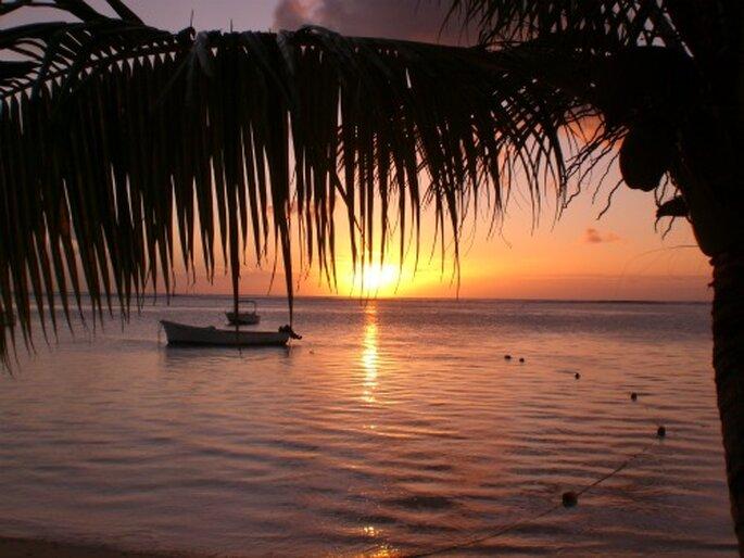 Sonnenuntergang in der Karibik. Romantischer können Flitterwochen in der Karibik nicht sein...Foto: Thomas Grünsch / pixelio.de