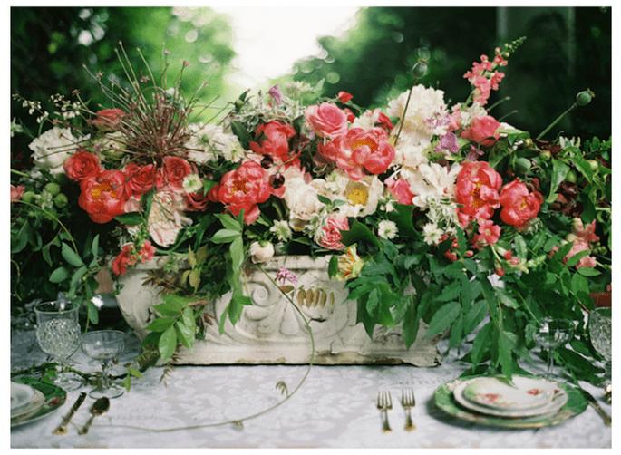 Inspírate en un mágico jardín de flores para la decoración de tu boda - Foto Anne Robert Photography