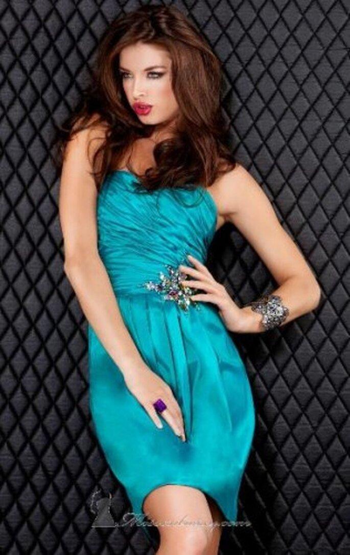 Los vestidos cortos son ideales para fiestas de noche, prueba uno y lo verás. Foto de Jovani Couture