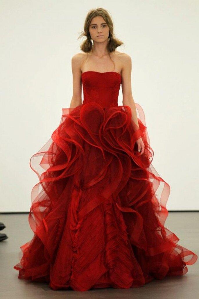 Elegante vestido de novia en color rojo - Foto Vera Wang Facebook