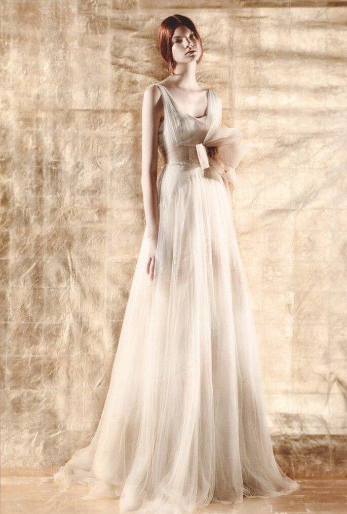 Vestido de novia de inspiración romántica con detalle tridimensional - Foto Del Pozo