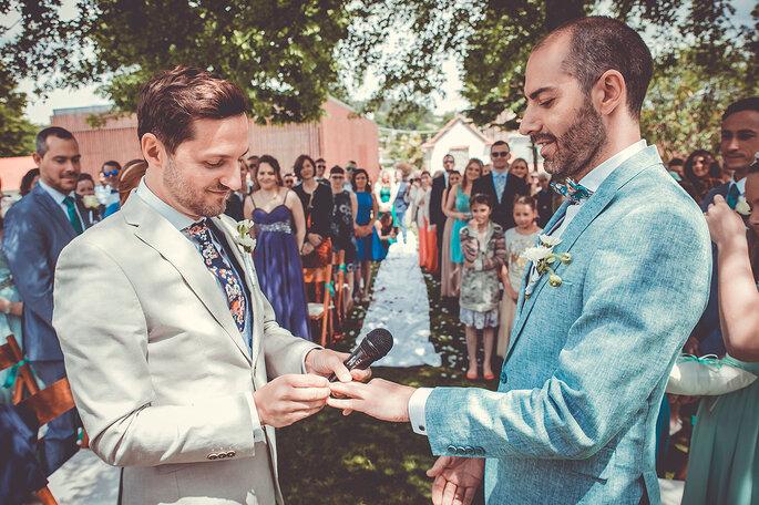 casamento gay homens troca de alianças