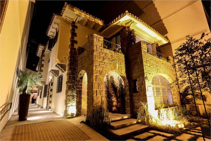 1-Casa fachada noturna R2 FOTOS