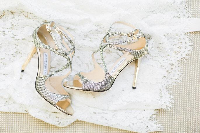 sandálias noiva com brilhantes salto agulha e abertura frontal