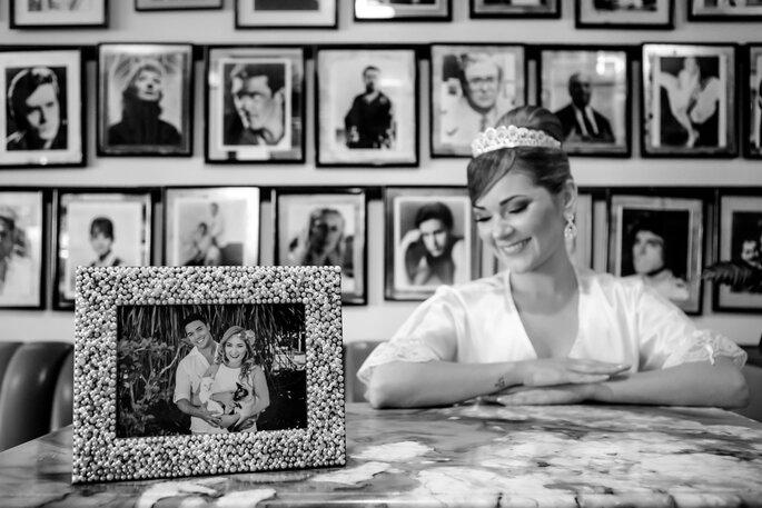 Fotos em preto e branco dão um toque diferente no álbum