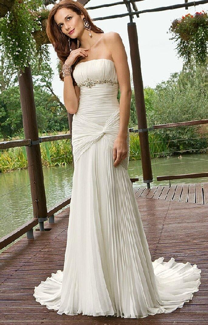 Vestido escote strapless y silueta sirena. BridenFormal