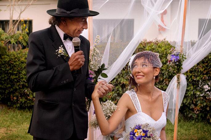 Un père avec sa fille le jour du mariage. Photo: Juya Photographer