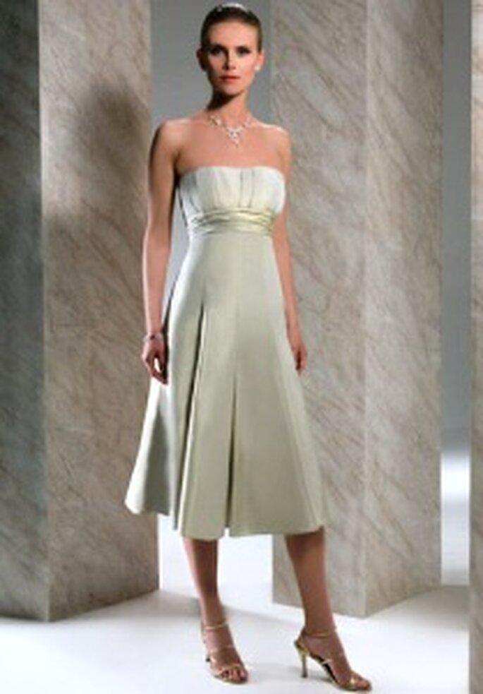 Demetrios 2009 - Robe courte en taffetas vert claire, bustier empire