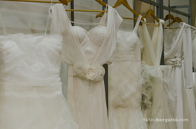 Pormenor de um dos expositores de vestidos de noiva. CasaModa Noivas 2013 - Foto: Wilian Olivato