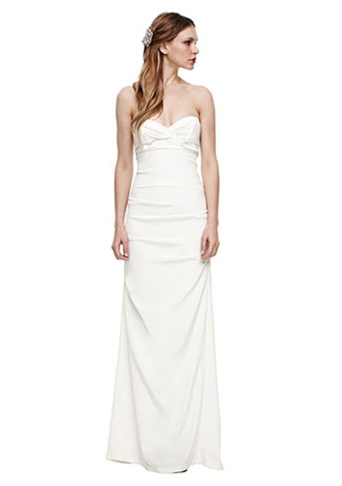 Vestido de novia sencillo estilo strapless - Foto Nicole Miller