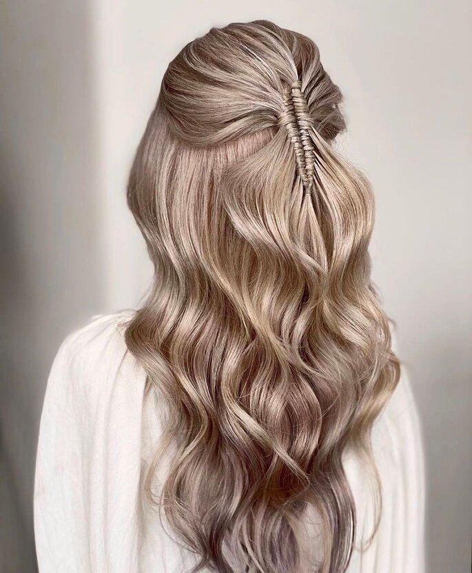 Peinado para dama de honor con ondas