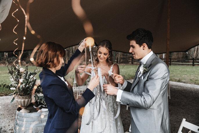 Intime Hochzeit, Eleganz trifft auf rustikalen Flair freie Trauung Ritual