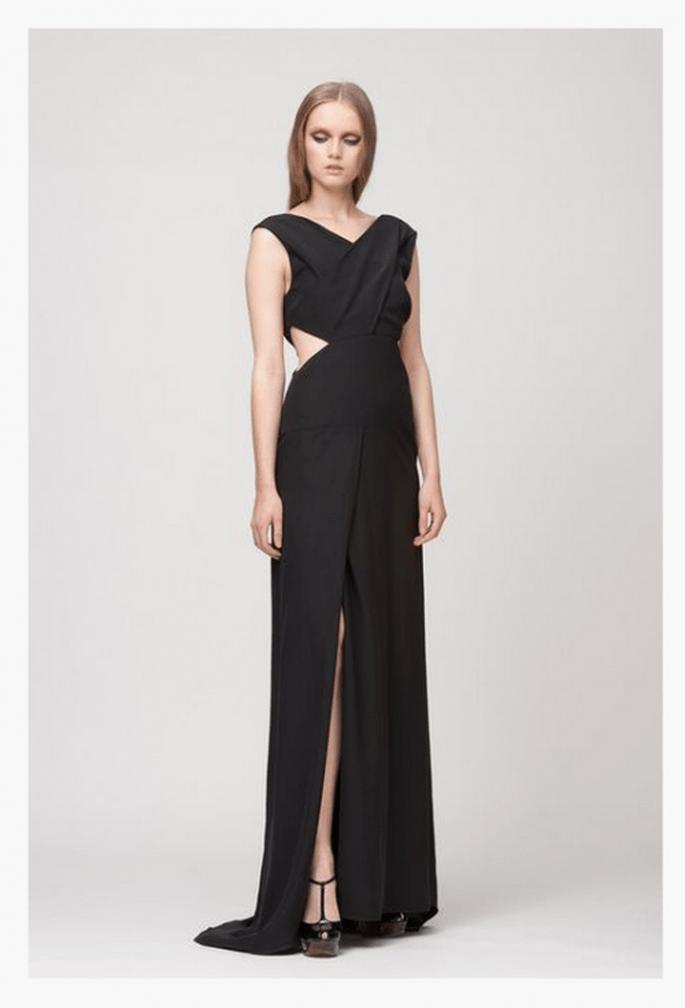 Vestido de fiesta largo en color negro con cortes en el costado - Foto Giulietta