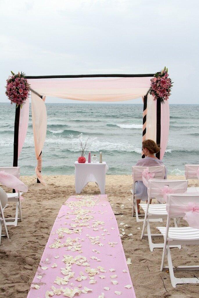 Traumhaft schöne Altar-Dekorationen verleihen der Hochzeit Charme – Foto: Lidia Fitch photography