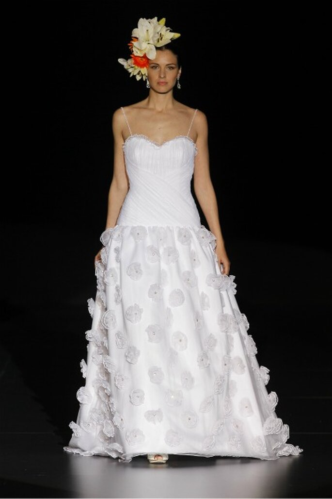 Vestido de novia Ana Torres 2012 con escote corazón - Ugo Camera / Ifema