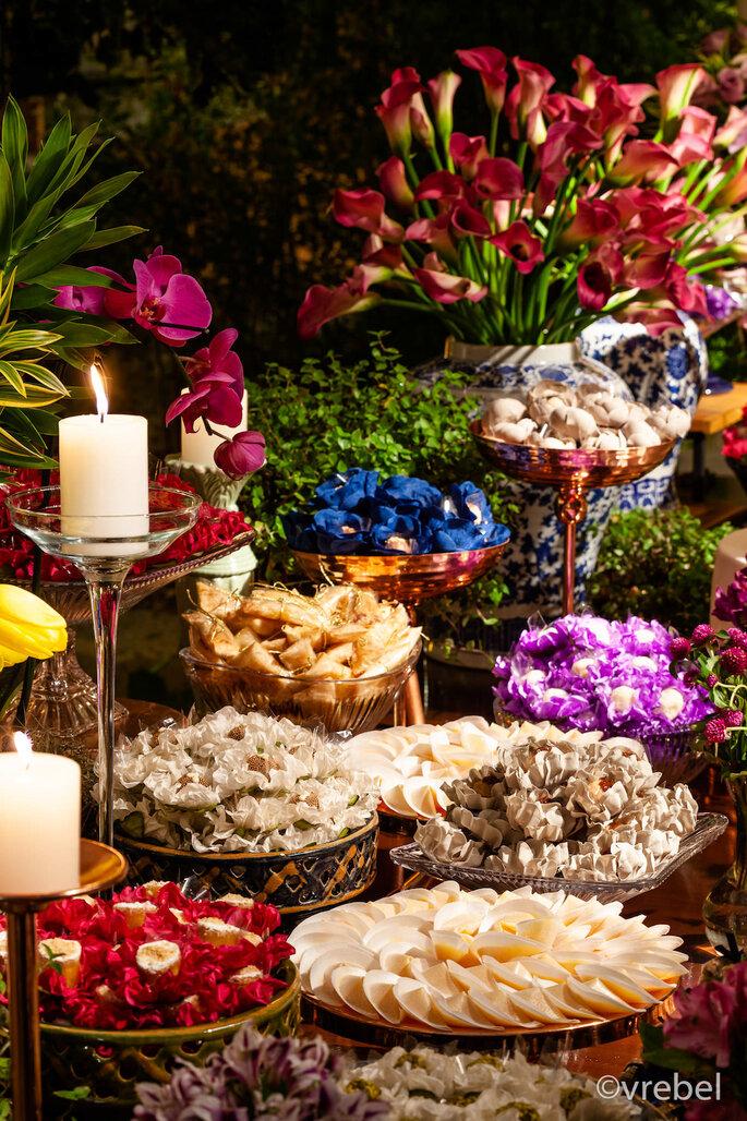 Mesa de doces colorida