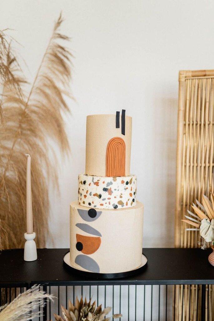 Hochzeitstorte im Terrazzo Stil mit weiteren Mustern