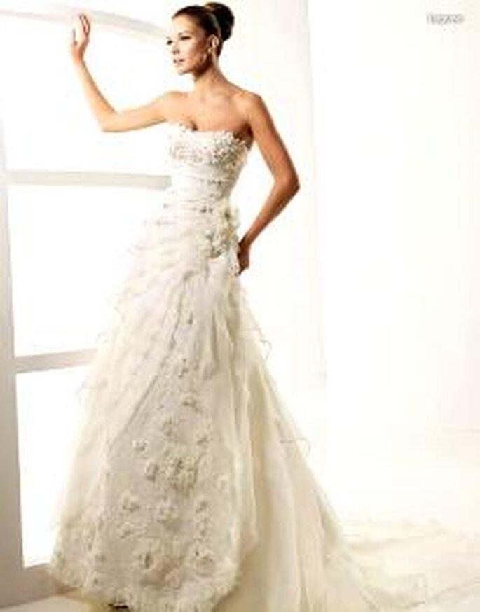 La Sposa 2010 - Laguna, vestido largo en encaje, escote en corazón, corte princesa