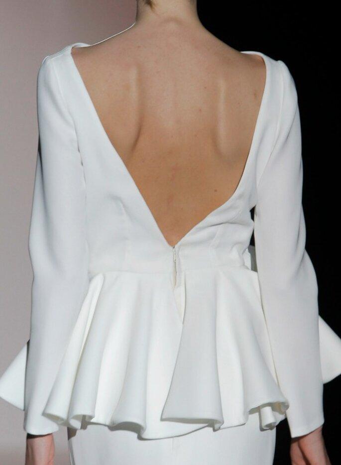 Свадебное платье с открытой спиной от Juana Martín. Foto: Barcelona Bridal Week