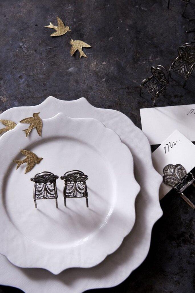 Schmucken Sie die Tische mit goldenen Sternen oder Vögeln – Foto: bhldn